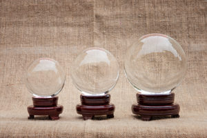 Glaskugel auf Holzständer von Lo Scarabeo